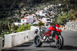 2019-Ducati-Hypermotard-950-press-launch-static-10