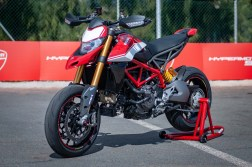 Ducati-Hypermotard-950-SP-Ducati-Performance-launch-JJB-01