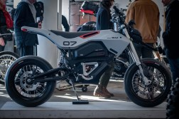 Huge-Design-Zero-FX-custom-One-Moto-Show-03