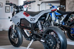 Huge-Design-Zero-FX-custom-One-Moto-Show-13