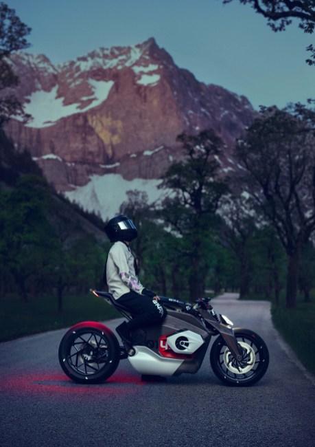 BMW-Motorrad-Vision-DC-Roadster-concept-04