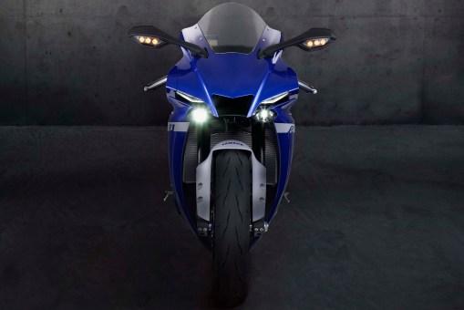 2020-Yamaha-YZF-R1-03