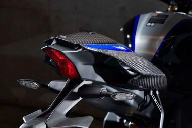 2020-Yamaha-YZF-R1M-09