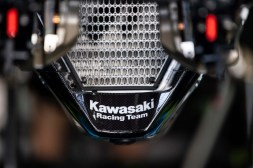 Kawasaki-Ninja-ZX-10RR-Suzuka-8-Hours-16