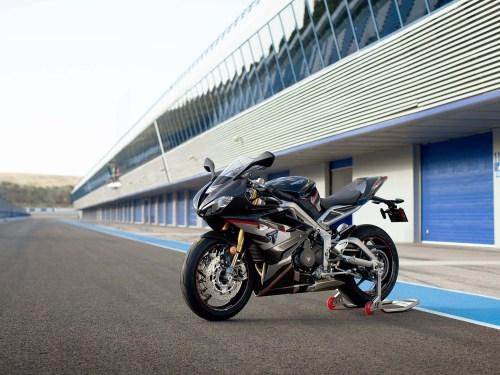Triumph-Daytona-Moto2-765-20
