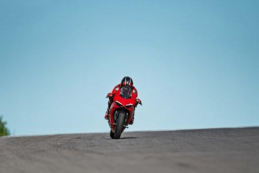 2020-Ducati-Panigale-V2-01