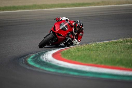 2020-Ducati-Panigale-V2-12