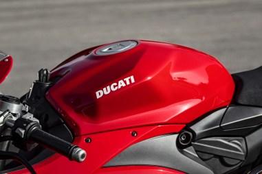 2020-Ducati-Panigale-V2-26