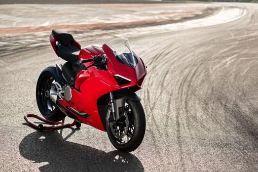 2020-Ducati-Panigale-V2-28
