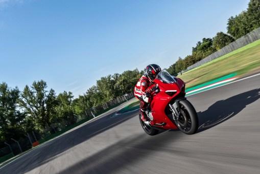 2020-Ducati-Panigale-V2-42
