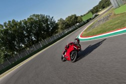 2020-Ducati-Panigale-V2-44
