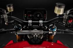 2020-Ducati-Streetfighter-V4-15