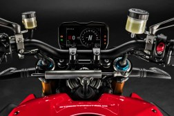 2020-Ducati-Streetfighter-V4-16