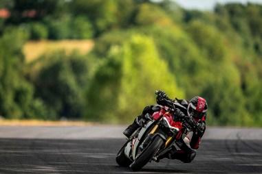 2020-Ducati-Streetfighter-V4-43