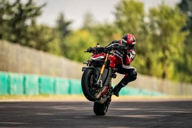 2020-Ducati-Streetfighter-V4-44