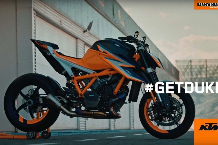 2020-KTM-1290-Super-Duke-R-prototype-teaser-14