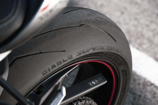 2020-Triumph-Street-Triple-RS-02