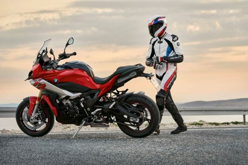 2020-BMW-S1000XR-29