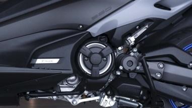2020-Yamaha-TMAX-560-scooter-01