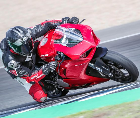What Its Like to Ride the Ducati Panigale V2, A Review