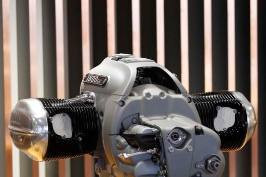 BMW-R18-boxer-engine-14