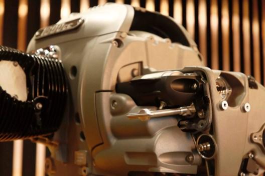 BMW-R18-boxer-engine-29