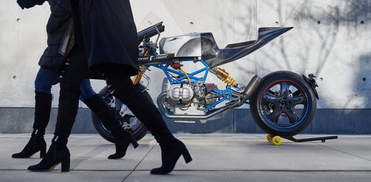 Scott-Kolb-BMW-race-bike-Gregor-Halenda-01