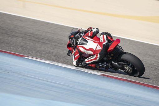 2020-Ducati-Panigale-V4-S-12