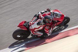 2020-Ducati-Panigale-V4-S-15