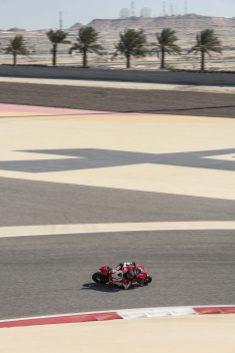 2020-Ducati-Panigale-V4-S-17