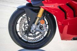 2020-Ducati-Panigale-V4-S-75