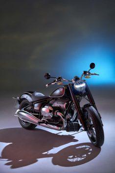 2020-BMW-R18-studio-03