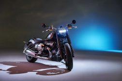 2020-BMW-R18-studio-04