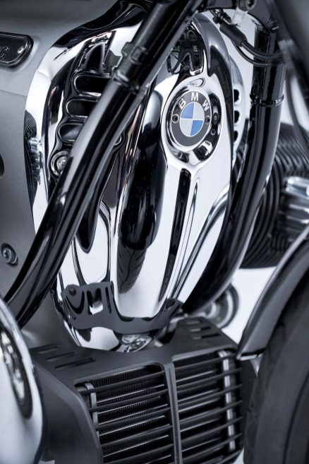 2020-BMW-R18-studio-40