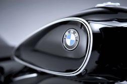 2020-BMW-R18-studio-48