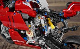 Ducati-Panigale-V4-R-Lego-model-19