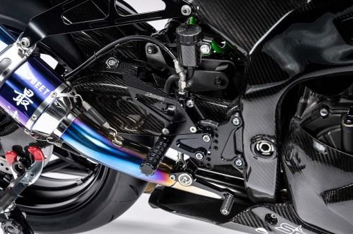 Kawasaki-Ninja-ZX-25R-carbon-fiber-race-bike-09