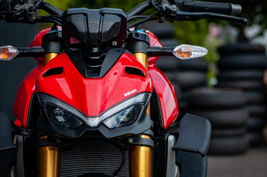 2020-Ducati-Streetfighter-V4-S-Jensen-Beeler-19