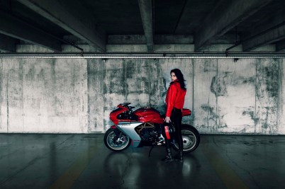 2020-MV-Agusta-Superveloce-800-red-06