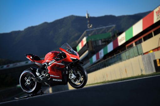 2020-Ducati-Superleggera-V4-12