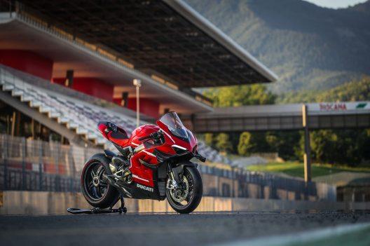 2020-Ducati-Superleggera-V4-22