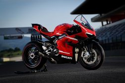 2020-Ducati-Superleggera-V4-38