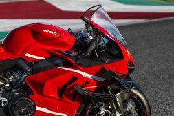 2020-Ducati-Superleggera-V4-45