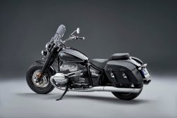 2021-BMW-R18-Classic-30