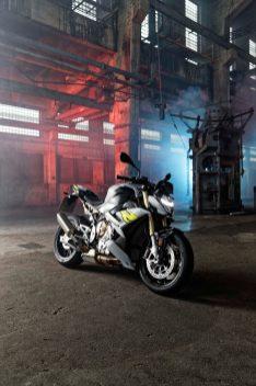 2021-BMW-S1000R-06