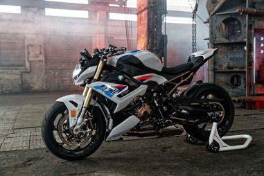 2021-BMW-S1000R-07