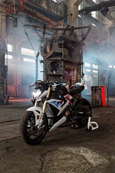 2021-BMW-S1000R-09