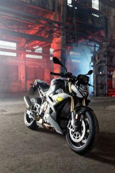 2021-BMW-S1000R-20