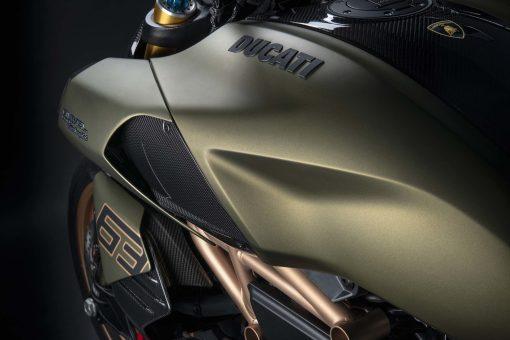 2021-Ducati-Diavel-1260-Lamborghini-14