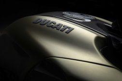 2021-Ducati-Diavel-1260-Lamborghini-32